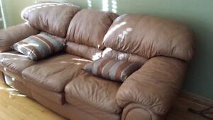 sofa 3 places en cuir très propre