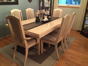 FORMAL DINING TABLE AND 6 CHAIRS