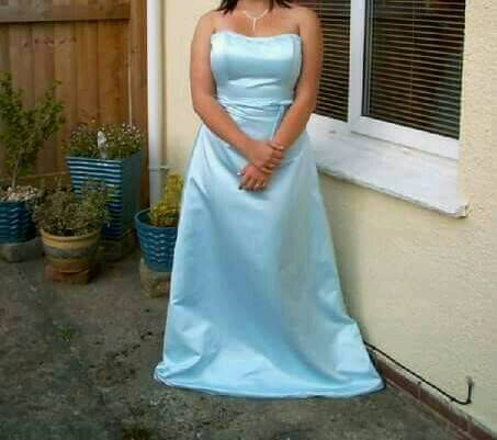 Prom dress and. Going out dressin Teignmouth, DevonGumtree - Prom dress worn once excellent condituon £25Royal blue dress brand new £5Collection only from teignmouth or from kingsteignton over weekend.Pleaer message via gumtree