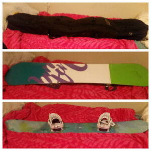 WOMEN'S SNOWBOARD AND BAG FOR SALE