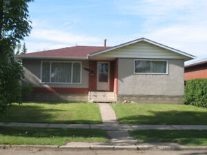 Fabulous family home to rent - Clean & Updated - SEPT 1st