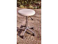 manicure stool