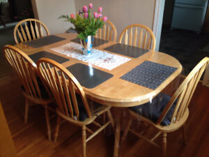 Almost New Beautiful Dining Room Table & 6 Chairs & Two Leafs