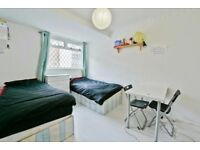 Zone 1 ! Stunning Bedroom ! Available today !