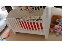 Minnie mouse Cot/ Junior bed with FREE delivery only £100