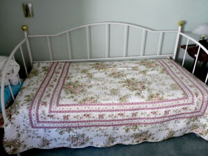 Price Reduced: Day bed and trundle