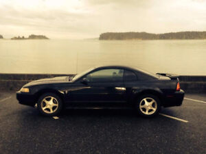 2001 Ford Mustang V6 Coupe (2 door)