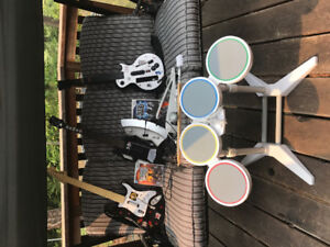 Wii guitar hero/rock band sets