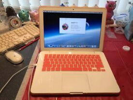 "Apple MacBook 13.3 "" white 1Tb 4gb ram"