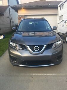 2014 Nissan Rogue S. low low km. Excellent condition