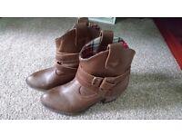 Brown Belt Boots Size 3 (Rocket Dog)
