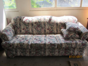 Nice couch. Excellent condition.
