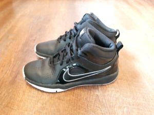 Nike Youth Size 2 Indoor Only