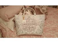 Gorgeous white New Look bag