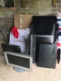 5 LCD TVs not working. For parts or repair