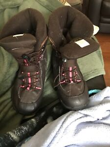 Kids winter boots size 5