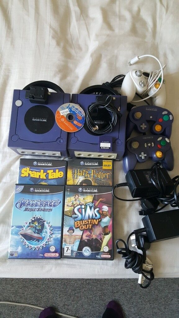 2x gamecube consoles with 5 games
