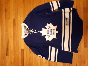 Two Leafs Jersey's size medium.