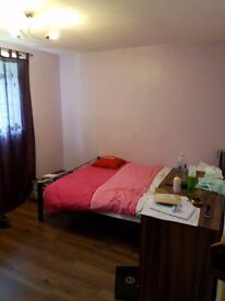 spacious 2 bed flat available to rent near mancunian way/ salford quays/city centre/retail park