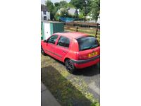 RENAULT CLIO WITH AUTOMATIC SPARES OR REPAIR