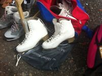 Ice skates / figure skates