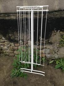 Cloth hanging rack