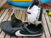 MANS BOOTS NIKE TEMPO SIZE 8.5