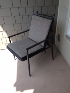 Very comfy wide 5-position Cushioned Patio armed chair Langley