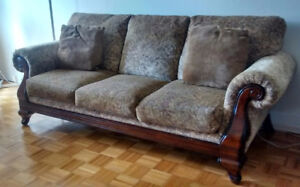 Leon's Traditional Patterned 3 Seat Sofa and Loveseat Sofa