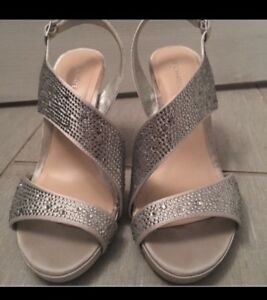 Silver heels - size 8. EUC