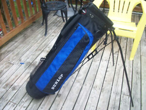DUNLOP GOLF CARRY BAG WITH STAND .LIKE NEW !