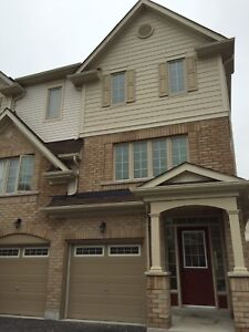WHITBY : 3 bedroom 2.5 bath end unit Townhouse $1800+utilities