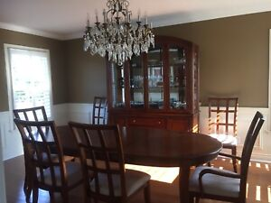 Dinning room set: table, 6 chairs, buffet with lights
