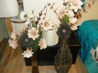 BEIGE RUG/ FLORAL CANVAS/ 2 X VASES SILK FLOWEERS LAMP SHADE