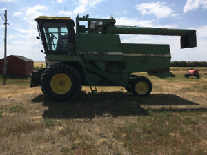John Deere turbo 7720 with pickup and 30ft straight cut header