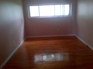 LASALLE 3 1/2 **CLOSE TO EVERYTHING ON FOOT**AVAILABLE NOW**