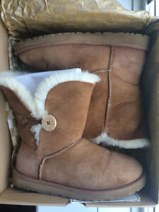 Ugg Boots: Bailey Button Size 8