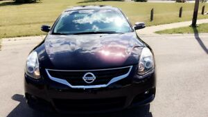 2011 Nissan Altima 3.5 SR Coupe (2 door) Low Kms fully Loaded