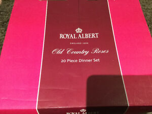 Royal Albert Country Roses 20 piece set new