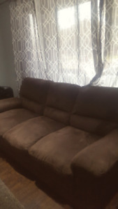 MATCHING COUCH & CHAIR SET!!