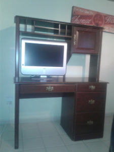 Computer desk with hutch / TV