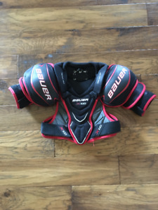 Bauer X100 Junior Shoulder Pads Size Med - Excellent Condition!