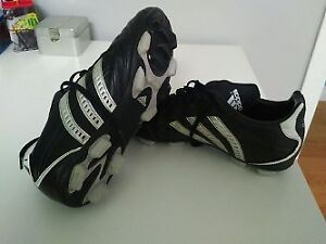 Adidas Traxion Soccer Cleats - Men's 7 1/2