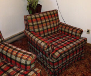 *FREE* Couch and matching Chair *FREE*