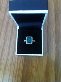 14ct White Gold Diamond & Emerald Ring Size L - M
