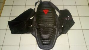 DAINESE BACK PROTECTORE LIKE NEW SIZE MEDIUM