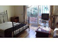 Beautiful Huge Double Room/Bedsit with Garden