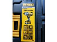 New Dewalt 1/2 impact driver with 2 battery