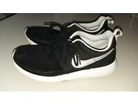 Nike Roshi Runs size 5 lovely condition