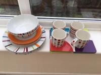 Plates/bowls/mugs/placemats set